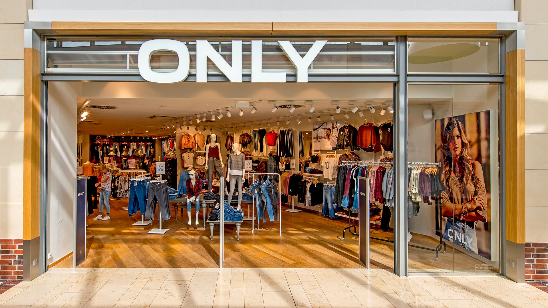 9d57b6100f0b70 ONLY ist eine internationale Modemarke mit einer wachsenden globalen  Präsenz und einer soliden